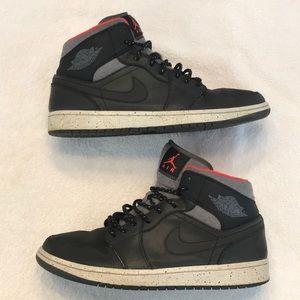Air Jordan 1 Mid Holiday